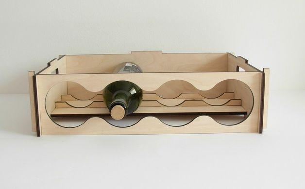 Półka jest wykonana ze sklejki o grubości 6 mm. Jest tak zaprojektowana, aby można było je złożyć bez użycia narzędzi.