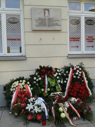 Magyar emlékek a nagyvilágban - Emléktábla az 1956-os magyar lengyel szolidaritás emlékére a Szépművészeti Akadémia falán - Varsó - Lengyelország 2