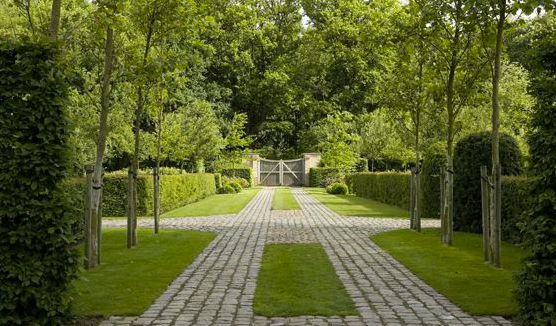Green grass & cobblestone driveway.  Landscape architect Jan Joris