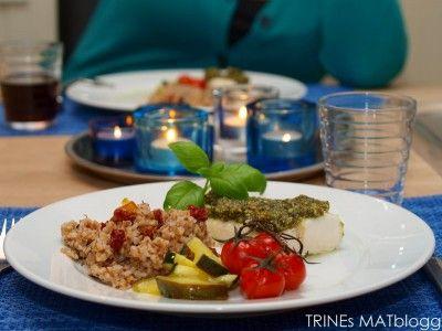 Pestogratinert torsk med tomat, squash og byggris