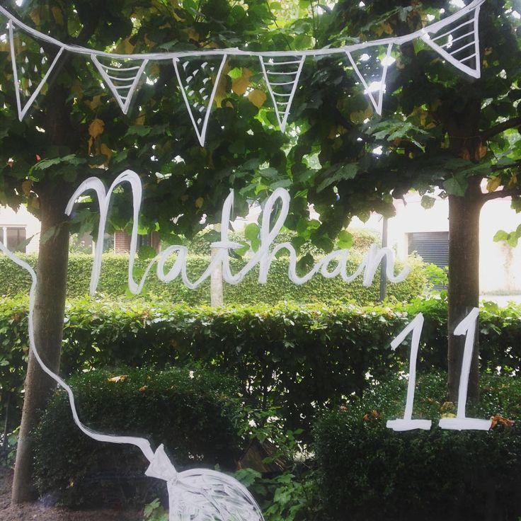 Mijn lieve boevemans is vandaag 11 geworden. Ik maakte een old skool tekening op het raam #verjaardag #11yo