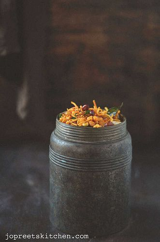 Diwali Mixture - South Indian Style http://www.jopreetskitchen.com/2013/10/diwali-mixture-south-indian-style.html