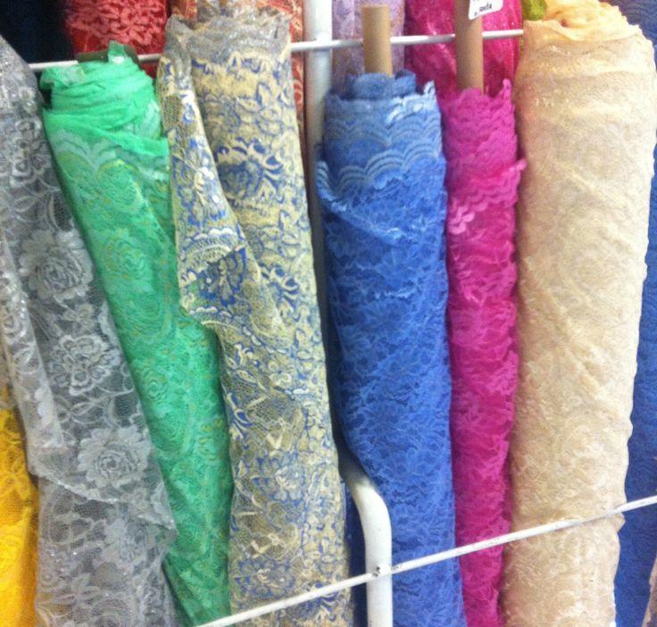 kain brokat harga Rp 25.000/meter.. lebar kain 1,2 meter.. Add Facebook : TOKO KAIN MEDIUM