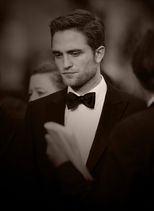 :): Bows Ties,  Bowties, Robert Pattinsonmi, Deep Thoughts, Actor In Tux, Black White, Pattinsonmi Fav, Pattinson Boards,  Bow-Tie
