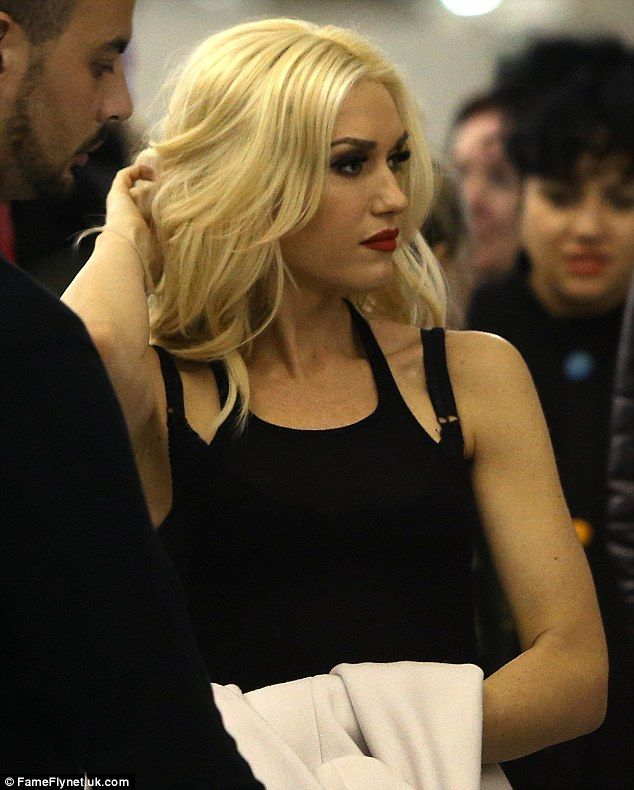 Gwen Stefani at airport in Paris - Stunning