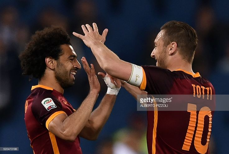 Roma's midfielder from Egypt Mohamed Salah (L) celebrates after scoring with Roma's forward from Italy Francesco Totti during the Italian Serie A football match Roma vs Bologna on April 11, 2016 at Olympic stadium in Rome. / AFP / ALBERTO