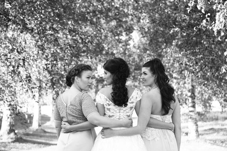 photo by Salla Vesa // copyrighted // sallavesa.photography@gmail.com // https://www.facebook.com/sallavesaphotography // wedding bride maid of honour bridesmades finland hääkuvaaja photographer valokuvaaja lahti hollola // salla.vesa (a) gmail.com /// www.facebook.com/sallavesaphotography   // https://www.instagram.com/sallavesaphoto/ hääkuvaaja lahti hääkuvaaja hollola