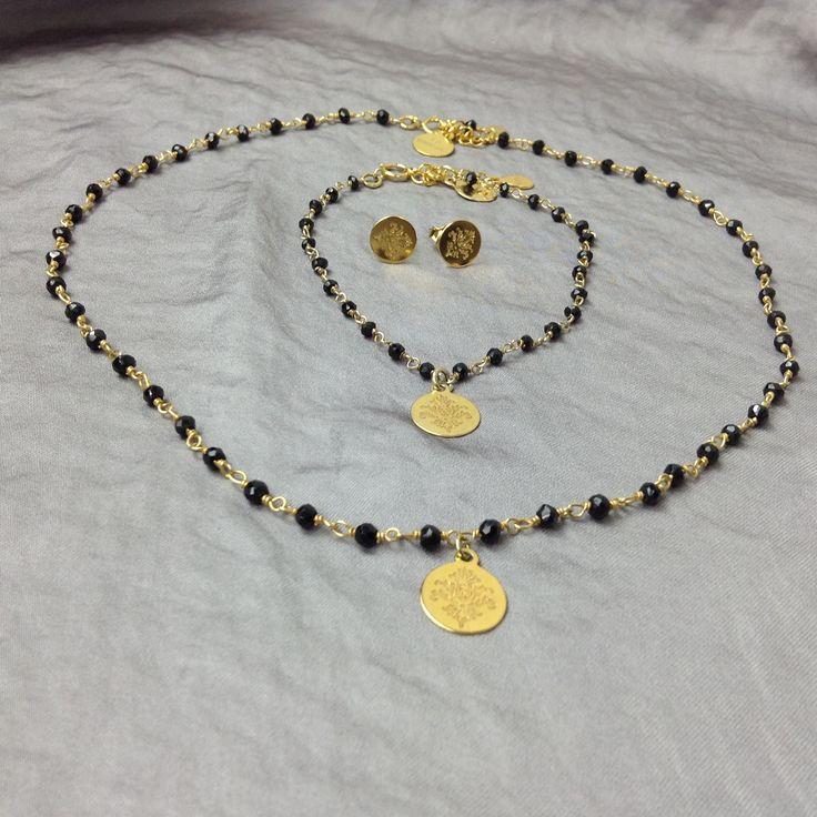 """1. Naszyjnik """"Różaniec """"czarny spinel na srebrnym łańcuszku (próba 925) pozłacane 24k złotem z zawieszką (Rosary necklace) 2. Bransoletka """"Różaniec """"czarny spinel na srebrnym łańcuszku (próba 925) pozłacane 24k złotem (Rosary bracelet ) 2. Kolczyki"""