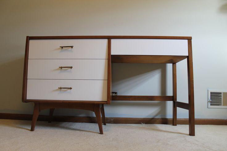 Moderner Schreibtisch aus der Mitte des Jahrhunderts