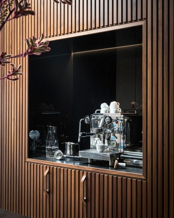 Küche mit Granitarbeitsplatte - perfekt eingelassene Küchengeräte - einbau küchengeräte set