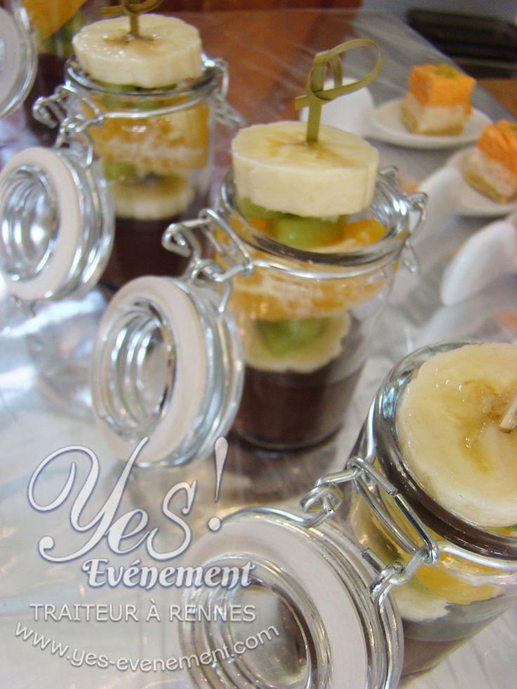 Verrine traiteur Yes-événement, brochette de fruits frais façon mini-fondue au chocolat,