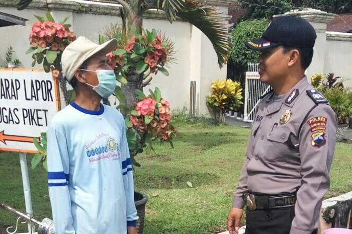 Tribratanewsmagelangkota.com - Bhabinkamtibmas Kelurahan Cacaban Magelang Kota Jawa Tengah Ajun Inspektur Polisi Satu Heri Budi laksanakan