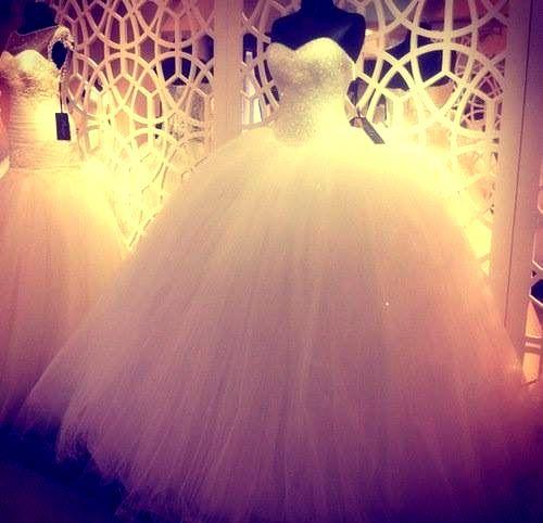 i love big poofy wedding dresses ! <3