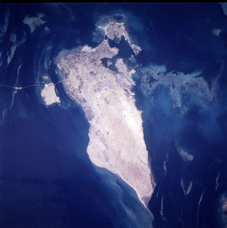 Bahrain, astronaut photograph ◆Bahrain – Wikipedia https://de.wikipedia.org/wiki/Bahrain #Bahrain