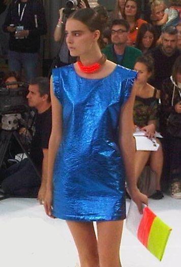 http://2.bp.blogspot.com/-rUdSYT4_HKE/TnvNyH04NXI/AAAAAAAAAoY/z35qBgvCXtU/s1600/Sass_Bide_blue_metallic_dress.jpg