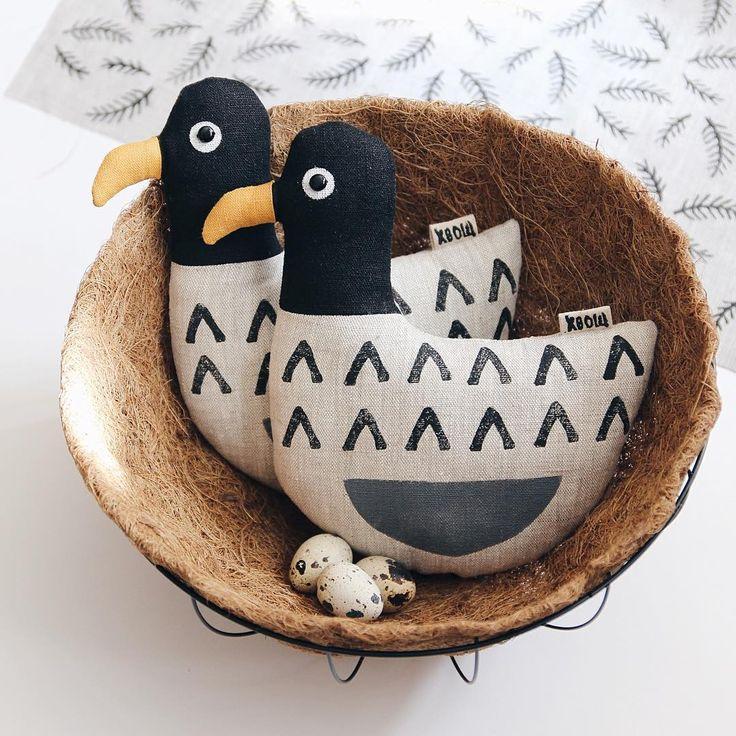 А мне тут на День Рождения Хвоща подарили гнездо! Да-да, самое настоящее! В магазине оно правда зовется кашпо, но гагары читать не умеют и им в нем очень даже уютно. На столько уютно, что они снесли яйца.  Одна особь - 900 рублей Доставка по всей России