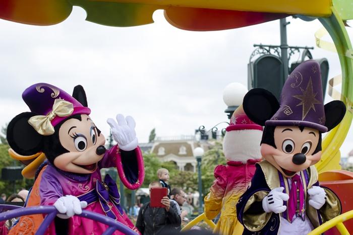 Disneyland Paris, 20 Anniversary. More on www.pursesandi.net #disney #disneyland #disneylandparis #fantasy #happy #pursesandi #minnie #paris #parigi #love #polkadots #lauracomolli #mickeymouse #minniemouse