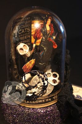 This amazing Halloween Terarium is by @Denise Hahn! She made it with Want2Scrap, Art Glitter, and our Happy Haunting collection! How great is this? Such a fun Halloween creation! #graphic45 #want2scrap #artglitter