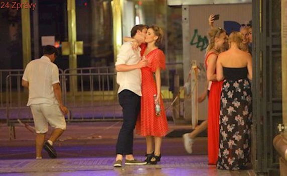 Hvězda Ulice Šárka Vaculíková v objetí s hereckým kolegou!