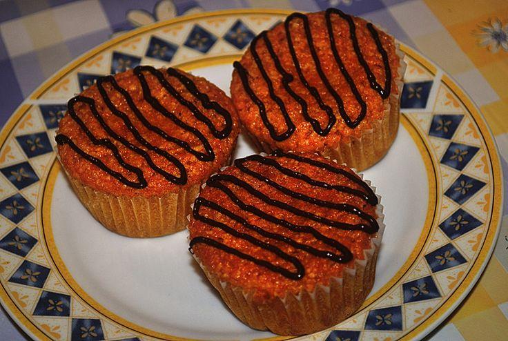 Un dolce alle carote leggero e delicato, con le sue 150 calorie a porzione può essere un piccolo strappo in una dieta.