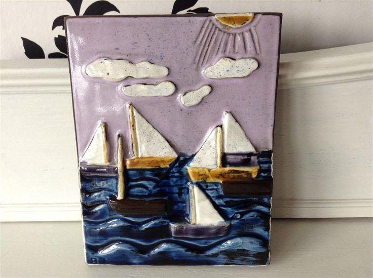 Jie Keramiktavla med båtar och hav i underbara färger. på Tradera.com -