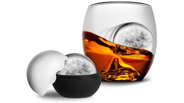 Glass and ice-maker for Whisky