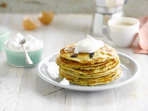 Mandel-Pancakes mit Rosinen und Alpro Mandeldrink Original - https://www.alpro.com/de/rezepte/mandel-pancakes-mit-rosinen