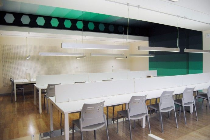Colegio Mayor Ausias March: Sala de estudio www.dobleese.net #interiorismo #diseño #valencia