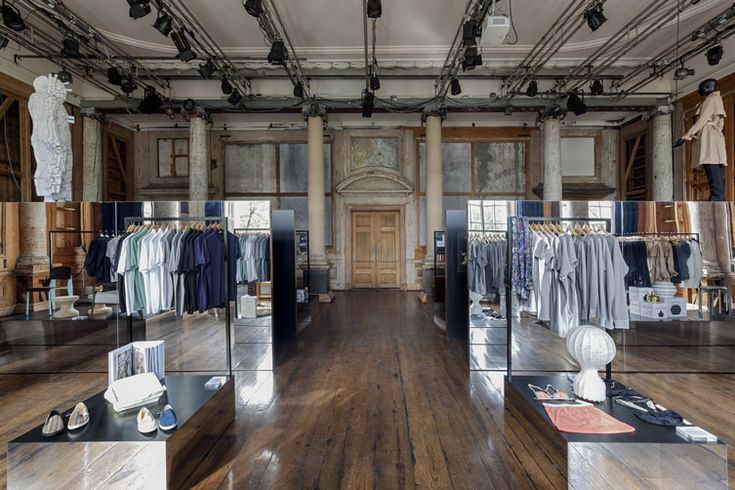 The secret of impressive retail and events space in Amsterdam is in the mirrors...  http://www.weheart.co.uk/2014/05/09/the-frame-store-frame-publishers-and-foam-photography-museum-amsterdam/