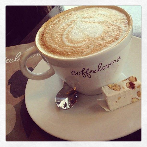 Coffeelovers, Ruiterij 2 - Een van de Coffeelovers-locaties in Maastricht. De beste koffie en in de zomer een heerlijk terras op Plein 1992.