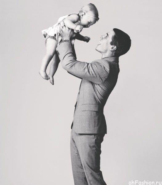 Идеи семейного фото. Эван Ганвиль - отец поднимает дочку над головой