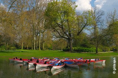 Tous les jours de 12h à 18h (de mi-mars à fin octobre environ, selon la météo).Pour une sortie super sympa, testez la balade en barque sur le lac du bois de Boulogne, dans le 16ème arrondissement de Paris.En amoureux ou entre amis, la balade en barque sur le lac du bois de Boulogne peut s'avérer très originale et très sympathique pour un mome