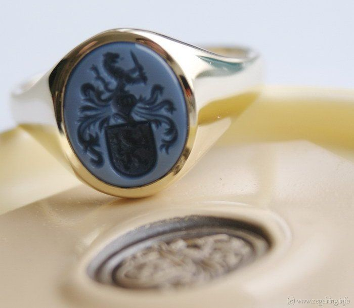 Signet ring (www.signetring.eu   www.zegelring.info) - Gouden zegelring blauwlagensteen klassiek blauw (www.zegelring.info)