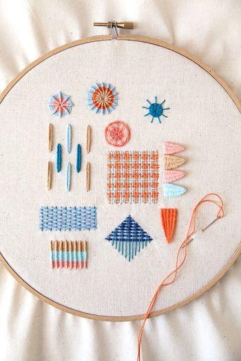 小さなモチーフをちくちく仕上げるワンポイント刺繍。簡単なステッチでも可愛いアクセントになるので、裁縫が苦手な方や初心者さんにおすすめです。