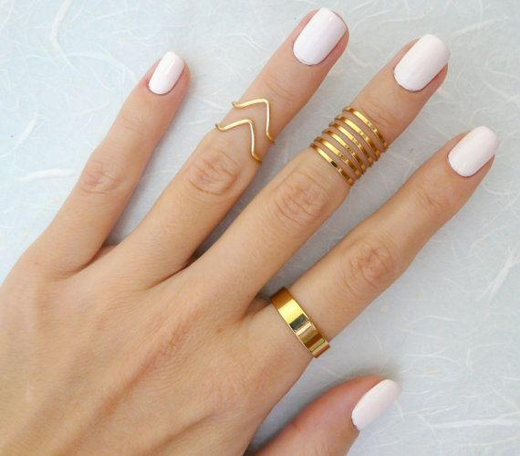 This listing is for set of 9 gold rings. 6 thin shimmering knuckle rings, 2 adjustable chevron knuckle ring 1 adjustable regular ring These rings