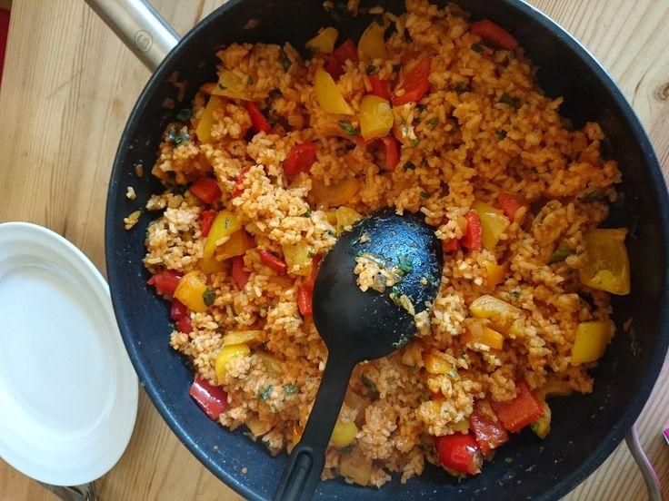 Paprika - Reispfanne mit Joghurtsauce, ein beliebtes Rezept aus der Kategorie Gemüse. Bewertungen: 318. Durchschnitt: Ø 4,5.