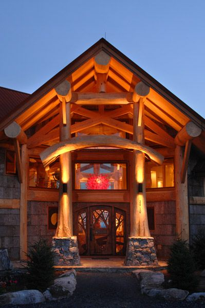 Are you looking for a grand statement? We recommend the flared Western Red Cedar logs and  curved taiko beam for a jaw dropping impressive entry way.