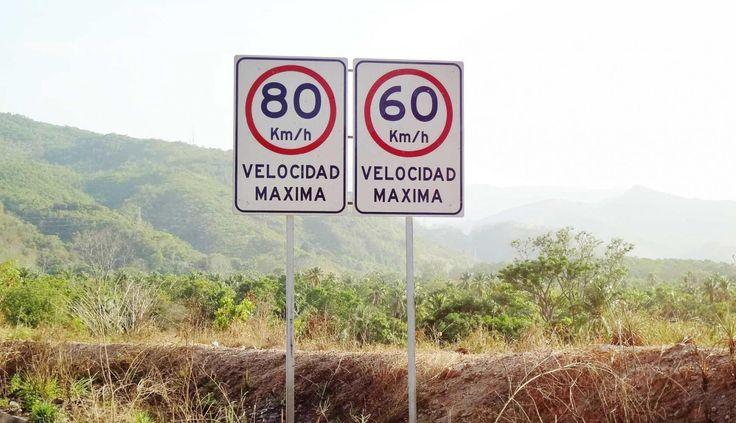 Señales de tránsito para garantizar la seguridad en las carreteras y autopistas. Suministramos e instalamos señalizaciones en toda Venezuela. Conoce más de nuestra empresa: http://grupoflx.com/senales-viales-de-trafico-transito #señalizaciones #viales #trafico #venezuela