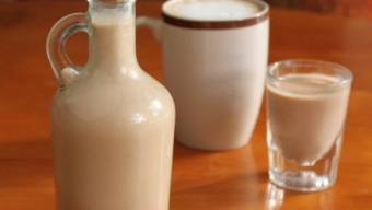 Forget Bailey's and make your own Irish cream!: Irish Cream, Recipe, Chocolates Syrup, Conden Milk, Vanilla Extract, Homemade Irish, Instant Coffee, Food Processor, Irish Whiskey
