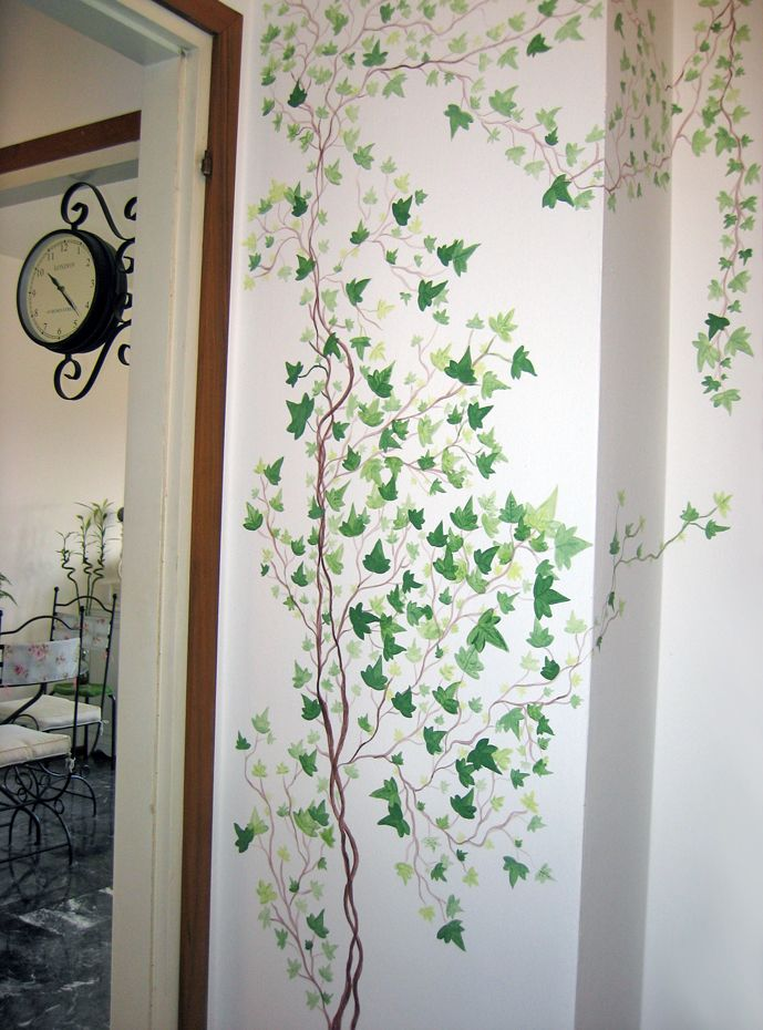 painted ivy on wall - finished work