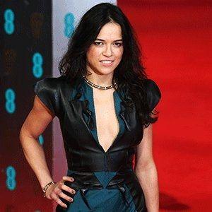 """La actriz """"Michelle Rodriguez"""" es TT porque amenazó con dejar la saga de Rápido y Furioso. http://qoo.ly/g3efc"""