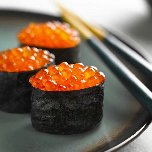 17 best images about sushi on pinterest prague veggie for Fish eggs on sushi
