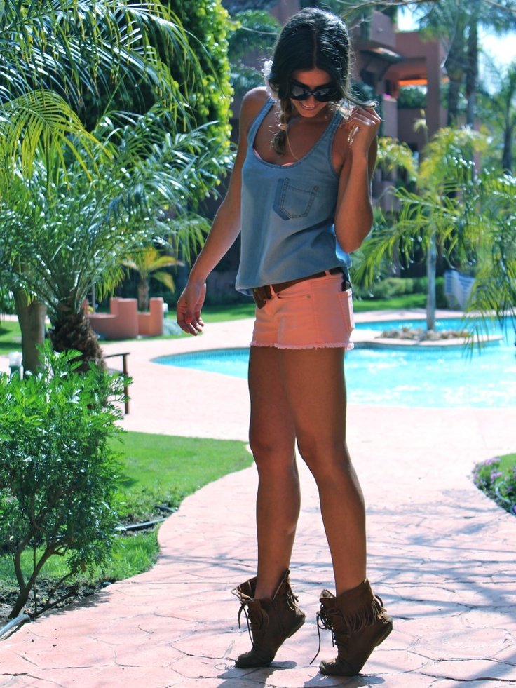 Such a cute outfitShoes, Fashion, Style, Closets, Cute Outfits, Summer Outfits, Coral Shorts, Boots, Summer Clothing