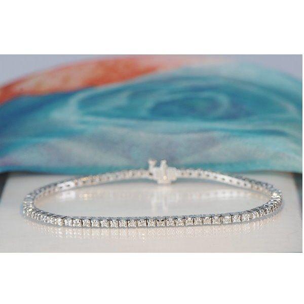14kt witgoud diamond tennis bracelet 144 ct - lengte: ca. 18cm  Solide tennis armband gemaakt van 14kt witgoud met 72 diamant en veiligheid gesp.Details van het item van de sieraden:Lengte: ca. 18 cmBreedte: ca. 25 mmGewicht: 9.36g14 kt witgoud hallmarked72 natuurlijke diamantenCut: Ronde knippenKaraat 144 ctKleur: GDuidelijkheid: SI1Met tweedelige gesp.Verzending als verzekerde pakketje met DHL.AZ 10201  EUR 1.00  Meer informatie
