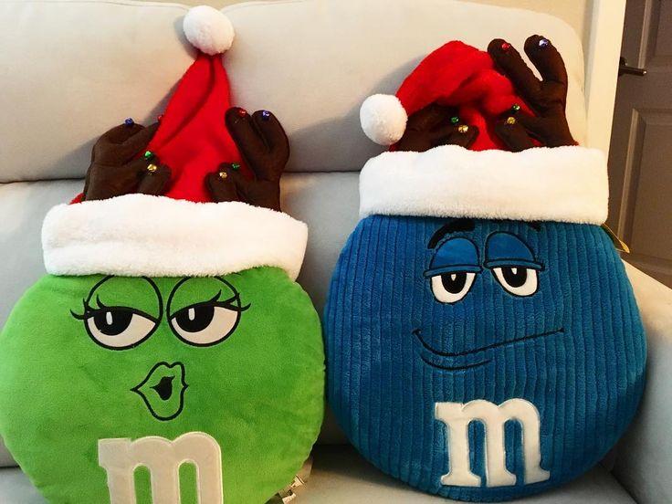 #merrychristmas #merrycripmas #christmas #christmaseve #mandms #green #blue #santahat #party #2017 #december #sunday #cute #pillow #couple #couplegoals #losangeles #california #cvs #エムアンドエムズ #クッション #トナカイ #サンタ #帽子 #クリスマス #クリスマスイブ #サンタクロース #メリークリスマス #可愛い #ぬいぐるみ