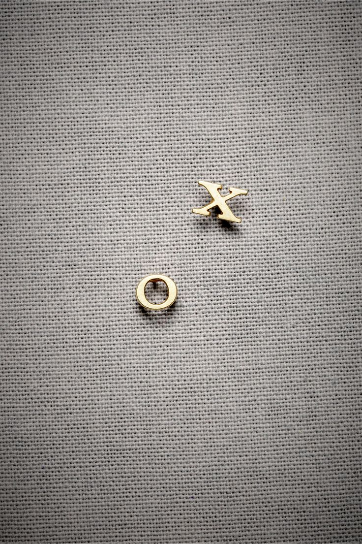 XO Studs. cute!: Xo Earrings, Gifts Gifts, Cute Studs Earrings, Cute Earrings Studs Fashion, Shops Gifts, Simple Earrings Studs, Gold Studs Earrings, Jewelry Earrings, Xo Studs
