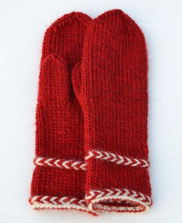 Annsofie har stickat ett par härliga röda Lovikkavantar. Hon ville ha ett par längre vantar, som går ner en bit på handleden. Annsofie blev inspirerad av alla Karins vantar med Lettisk fläta…