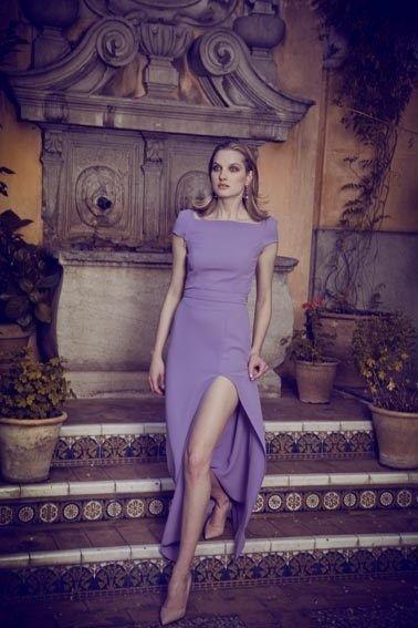 Colección Dolores Promesas otoño-invierno 14/15: Vestido lila con abertura en la pierna