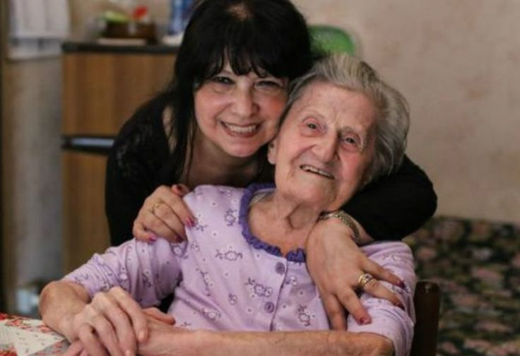 Nenek Berusia 104 Tahun Baru Pertama Kali Melihat Laut