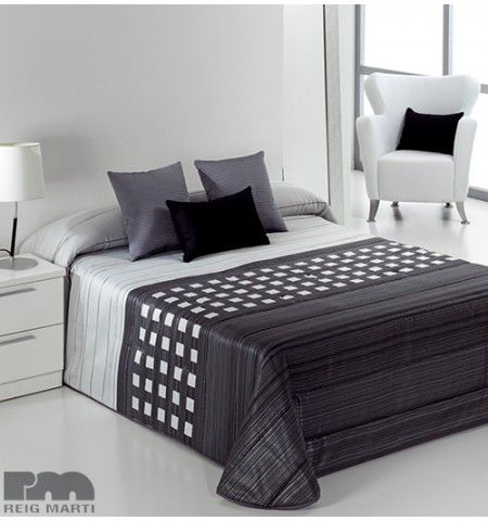 les 25 meilleures id es de la cat gorie couvre lit noir sur pinterest literie en chevron noir. Black Bedroom Furniture Sets. Home Design Ideas